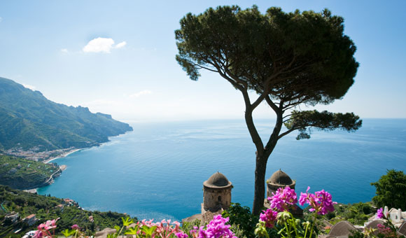 Cruise along the beautiful Amalfi Coast